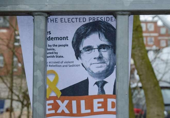 Carles Puigdemont renuncia a presidir ao governo da Catalunha