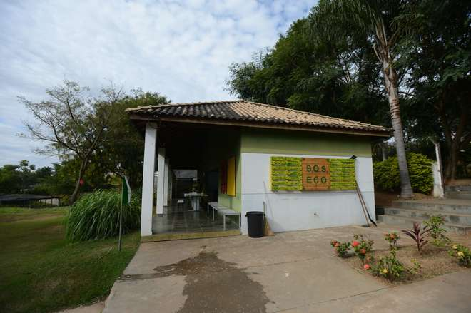 Espaço sedia oficinas de cultivo de mudas e hortas  - ERICK PINHEIRO