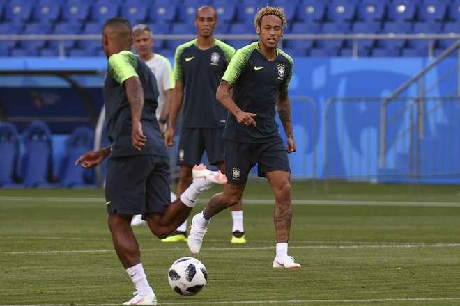 Neymar e companhia tentarão mostrar que estão à altura das expectativas  colocadas na equipe 6e2a339d4ef33