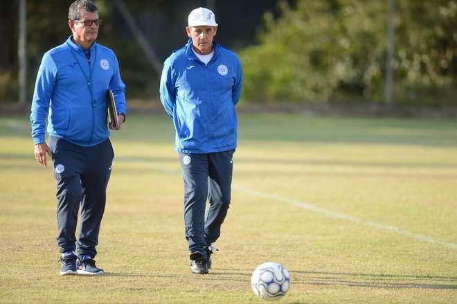 049e9dfecc Paulo Roberto Santos (centro) estava no clube desde 2013 - ERICK PINHEIRO    ARQUIVO