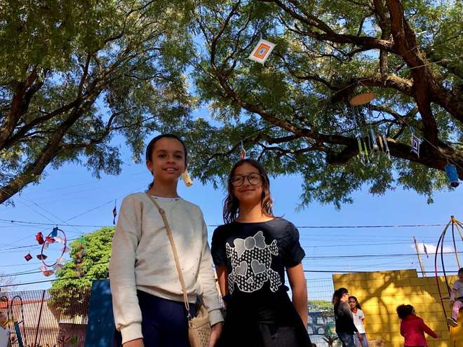 Giovanna e Sofia são ex-alunas da escola mas fizeram questão de ir à inauguração do Parque que ajudam a construir - RAFAEL BADDINI/ PREFEITURA