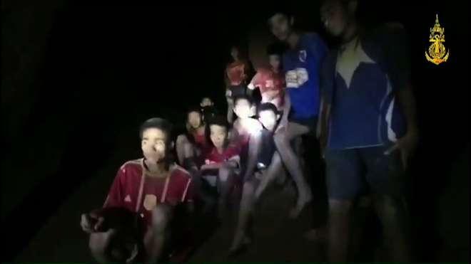 Os 12 meninos e o técnico foram encontrados nesta segunda-feira (2) - ROYAL THAI NAVY/AFP
