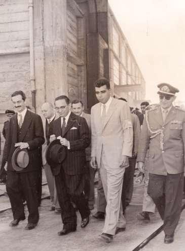 Na inauguração, estiveram o então prefeito de São Paulo, Jânio Quadros, e o presidente da República João Café Filho; ao lado deles, o empresário Antonio Ermírio de Moraes   - DIVULGAÇÃO GRUPO VOTORANTIM