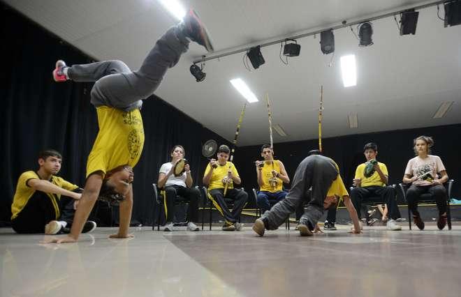 Olha só quantos movimentos legais que envolvem à capoeira. Tem que treinar bastante para conseguir fazer esses golpes  - ERICK PINHEIRO