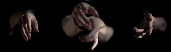 'Oração dos gestos', da fotógrafa Helen Carpiné  - HELEN CARPINÉ / DIVULGAÇÃO