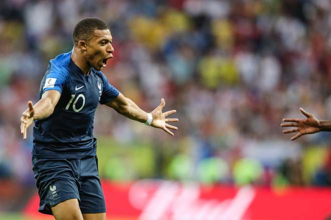 Mbappé cresceu em Bondy, no subúrbio norte de Paris, ouvindo sobre as cabeçadas heróicas de Zinedine Zidane na final de 1998, contra o Brasil -  William Volcov/Brazil Photo Press/Folhapress