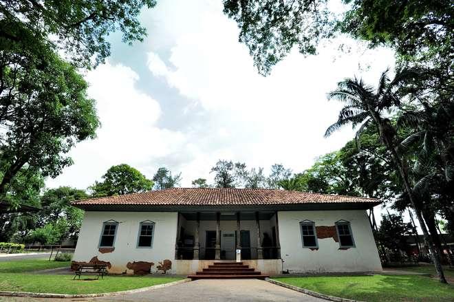 O Museu Histórico Sorocabano, que fica dentro do zoológico Quinzinho de Barros, também funciona num prédio histórico - EMÍDIO MARQUES/ARQUIVO JCS (14/12/2017)
