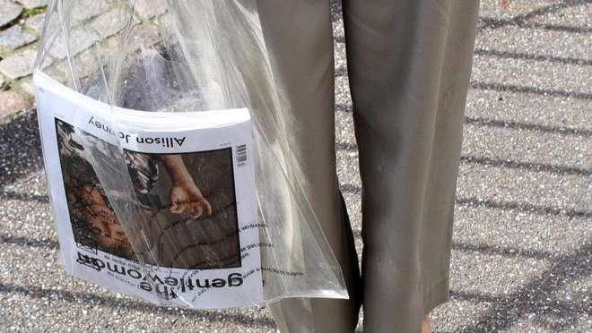 93c883413 A polêmica (e cara) sacola transparente já chegou ao Brasil! - 14/08 ...
